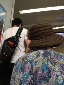 Japanese escalator manners